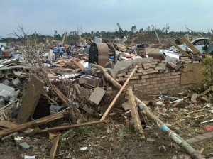 Tuscaloosa_tornado_damage_27_April_2011 (2)
