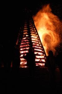 Bonfire_on_Mississippi_River_levee_St._James_Parish_Louisiana