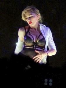 Madonna_performing_Human_Nature_4