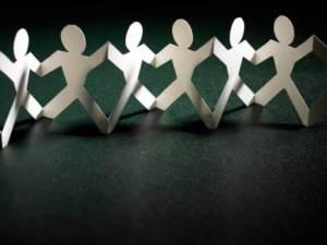 136035-paper-dolls-supply-chain-concept-creatas