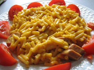 Flickr_qmnonic_123431456--Kraft_Dinner_and_veggie_dogs