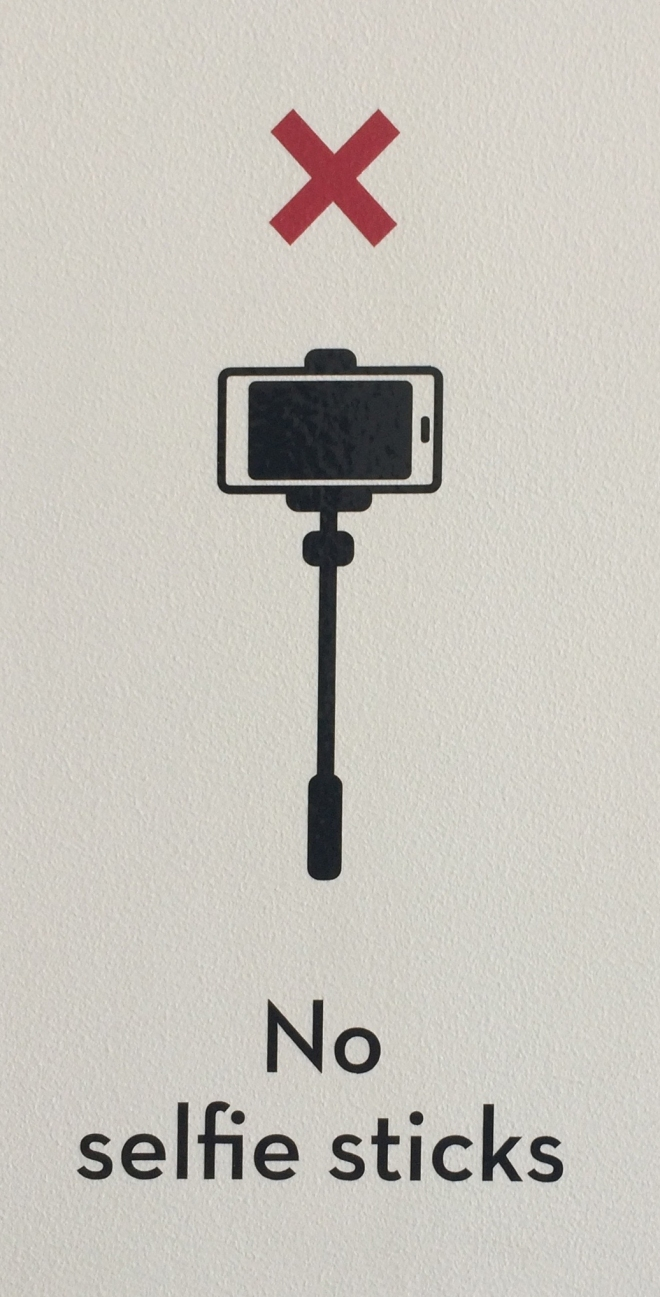 No_selfie_sticks_sign,_Museum_of_Brisbane,_2015